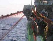 Pescatori calano una rete ferrettara (Greenpeace)