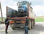 Il recupero di un trattore rubato a Todi, in Umbria (foto dal web)