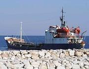 Una nave cisterna a Ponza