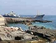 Una nave cisterna a Ventotene (foto dal web)