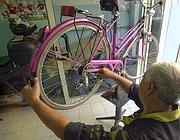 Un'officina per biciclette nella capitale