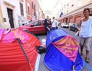 Le tende dei precari montate per protesta davanti al provveditorato (Jpeg)