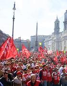 Bandiere Cgil in piazza Navona (Ap)