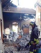 La casa bruciata al Villaggio Tognazzi (Faraglia)