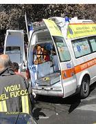 Un'ambulanza del 118 a Roma (Ansa)