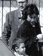 Gadiel Taché, fratello del bimbo ucciso,  con i genitori nell'83
