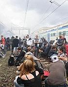 Venerdì 7: un gruppo di studenti lascia il corteo per occupare la stazione Ostiense (foto Jpeg)