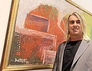 Andrea Barbacane, nipote di Battisti, davanti ad una delle opere dello (Ansa)