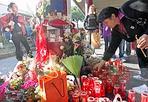 Maricica, un anno dopo - A un anno dalla morte di Maricica Hahaianu, la giovane infermiera rumena morta per un pugno ricevuto alla stazione Anagnina, giovedì 13 ottobre (alle 17)  la Comunità di Sant'Egidio la ricorda proprio sul luogo in cui venne colpita, sul marciapiedi della stazione metro Anagnina. Sotto ai portici, il vescovo monsignor Giuseppe Marciante guiderà una preghiera per dire No alla violenza. Al termine, la band di giovani «Sounds for peace» si esibirà con alcune canzoni (foto Jpeg)