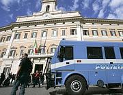 Blindati davanti Montecitorio (Eidon)