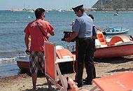 Carabinieri in spiaggia a  Orbetello  (Ansa)