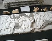 Pezzi di sarcofago recuperati (Brogi)