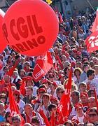 Giovani e pensionati insieme in piazza del Popolo (foto Jpeg)