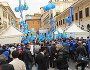 Gli statali della Uil in piazza Ss Apostoli (Ansa)