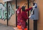 Via le scritte - Via le scritte dai muri dell'XI municipio. La Squadra Decoro Ama  ha cancellato i graffiti su via Taranto, via Alghero, via Enna, piazza Ragusa, via Monza, via Aosta, via Faenza e via Pozzuoli, per un totale di circa 3.400 metri quadrati di muri ripuliti. «Per contrastare questo fenomeno, che costa ogni anno circa 5 milioni di euro alle casse  comunali - spiega l'assessore all'Ambiente Marco Visconti - abbiamo messo in campo una squadra antiwriters che svolge quotidianamente lavori di pulizia e recupero. Parallelamente è auspicabile un salto di qualità sotto il profilo della coscienza civica».
