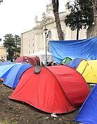 Le tende degli indignati a S.Croce (foto LaPresse)