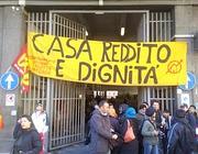 Occupanti davanti all'ex deposito Atac (foto dal blog di Andrea Catarci)