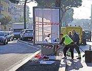 Via Tuscolana: si rimuove il cartellone contro cui a novembre è morto uno scooterista (Proto)