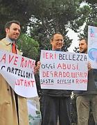 Una protesta contro i cartelloni (Proto)