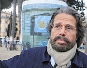 Athos De Luca in piazza (foto Proto)