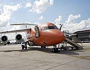 Un aereo della Easyjet in sosta a Fiumicino (Adr)