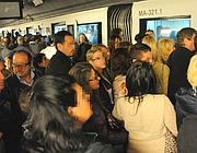 La folla in attesa del vagone (Omniroma)