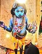 Steve McCurry con una sua foto alle spalle (Foto Jpeg)
