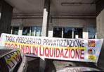 Contro i nidi «pollaio» - Cinquanta lavoratrici degli asili nidi comunali hanno occupato questa mattina la sede del V Municipio per protestare contro la legge regionale sugli asili (Ansa)