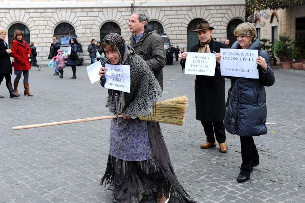 Carbone ai deputati - Foto del giorno - Corriere Roma 74db211d27a