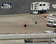 Il precedente di agosto: 2 valige perse in pista (foto da YouReporter)