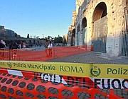 Transenne dopo un piccolo crollo al Colosseo (Jpeg)