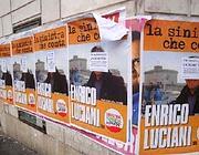 Manifesti abusivi su un palazzo di Roma