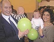 Due genitori con i loro piccoli nati all'Umberto I