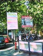 I cartelloni che deturpano la piazza
