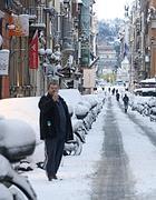 La neve in via del Babuino (Ansa)