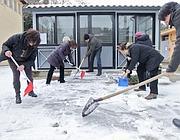 Si spalano neve e ghiaccio in una scuola romana (Jpeg)