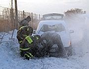 Vigili del fuoco aiutano un automobilista viterbese in difficoltà (Milestone)