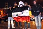 Blitz anti-Siria - Una decina di attivisti siriani venerdì mattina ha tentato di entrare nell'ambasciata siriana in Italia, in piazza dell'Ara Coeli, al centro di Roma. Sono stati tutti arrestati e sottoposti al giudizio per direttissima. In totale si tratta di 12 persone, tre fermate all'esterno e nove mentre tentavano di allontanarsi da un ingresso secondario dell'edificio.  Gli agenti delle Volanti e la Digos della Questura di Roma hanno bloccato i ragazzi grazie alla segnalazione dei militari addetti alla sicurezza dell'ambasciata. Secondo le prime informazioni, gli attivisti apparterrebbero al Coordinamento dei siriani liberi di Milano, che da giorni manifestano contro il regime di Assad. Secondo quanto scritto nella pagina Facebook della Comunità siriana in Italia, l'assalto è stato pianificato per chiedere la destituzione dell'ambasciatore Hassan Khaddour (foto Lapresse)