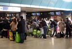 Il record di Fiumicino - Quasi 40 milioni di viaggiatori in un anno. Così Fiumicino si conferma il primo aeroporto d'Italia. Secondo Assaeroporti, quello appena trascorso è stato un nuovo anno record per gli scali italiani. E quello della Capitale guida la classifica con 37,7 milioni di passeggeri, pari ad una crescita del 3,6 per cento. In totale, nel 2011, sono transitate per l'Italia 148,5 milioni di persone, il 6,4% in più rispetto al 2010.