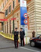 Carabinieri all'Umberto I (Ansa)