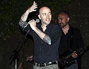 Mario Vattani sul palco del concerto organizzato ad Casapound