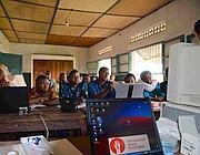 Studenti di informatica in una scuola etiope (foto Capone/Cucinotta)