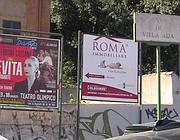 Cartelloni appena fuori da Villa Ada (Proto)