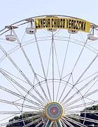 Uno striscione di protesta sulla ruota del Luneur (Eidon)
