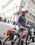 Flash mob di ciclisti dopo l'ennesimo investimento mortale di una ragazza in bici (Jpeg)