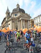 Ciclisti in piazza del Popolo (Jpeg)