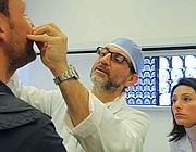 Scopelliti con un paziente in chirurgia maxillo facciale (foto Jpeg)