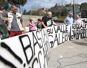 Un blocco stradale degli abitanti di Valle Galeria su via di Malagrotta (Jpeg)