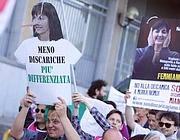Una protesta contro le nuove discariche (Lapresse)
