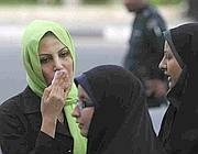 Donne con lo chador (foto Reuters)